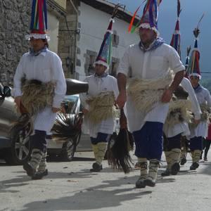 Hunkigarria izan da Irañeta anai-arrebei egindako oroipen eguna