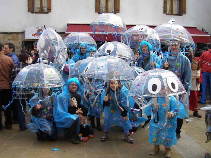 Irudimena dantzan: piñata mozorro festa handia Altsasun