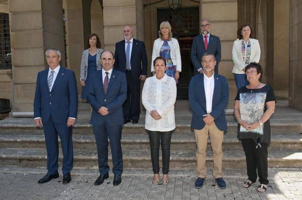 """Nafarroako Gobernuak igandekoari """"duintasun adimenduz"""" erantzutera deitu du"""