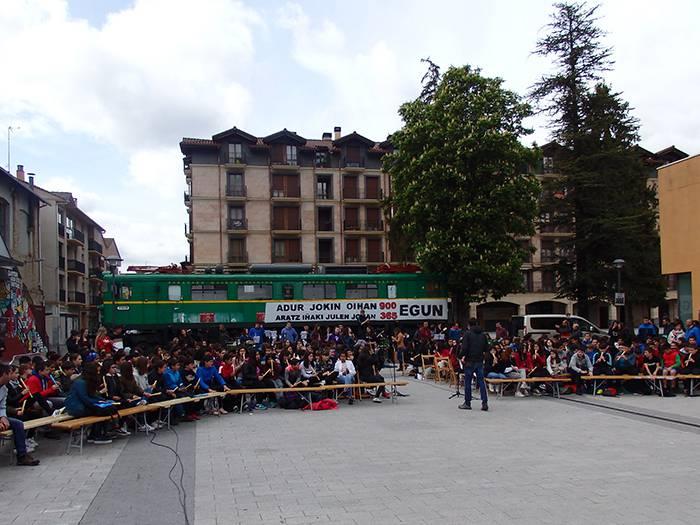 Hezkuntzan musika aldarrikatzeko, plazara