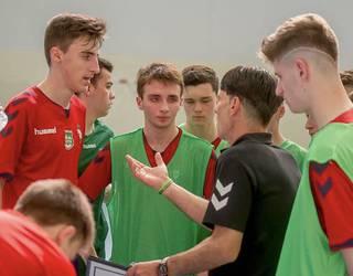 Futsalsakana Areto Futbol Eskola sortu nahi dute Arbizun
