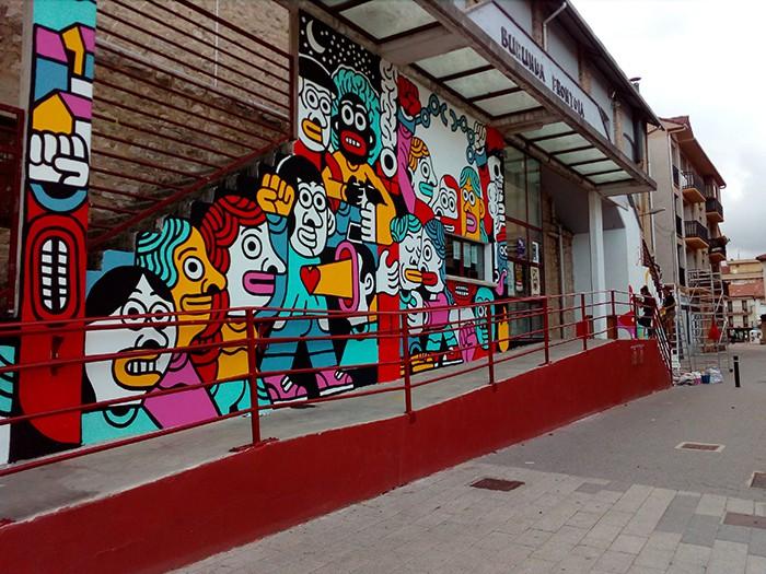 Altsasukoak aske murala Burunda frontoiko fatxadan - 3
