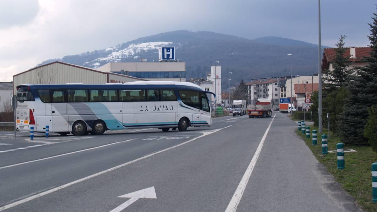 Departamentuak autobus zerbitzua egokitu du