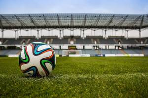 Futbolkraziaren koxka zorrotzak eta zulo beltzak