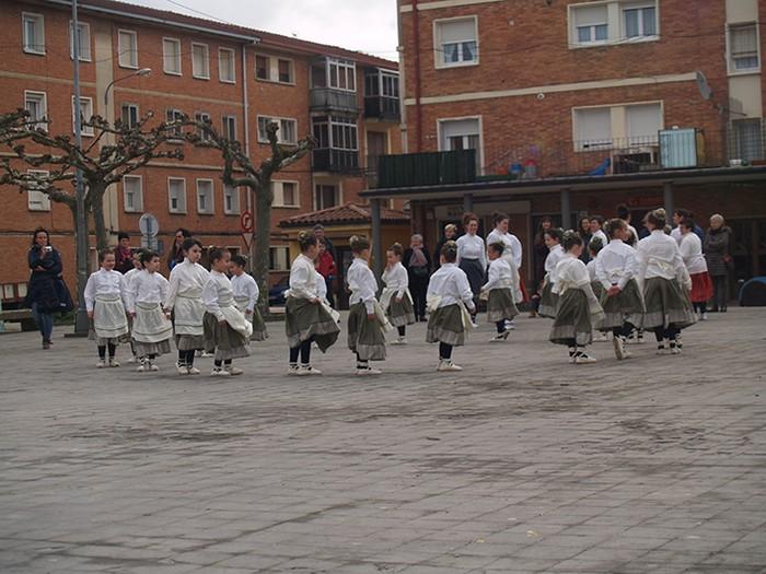 Euskal dantzak kalean  - 14