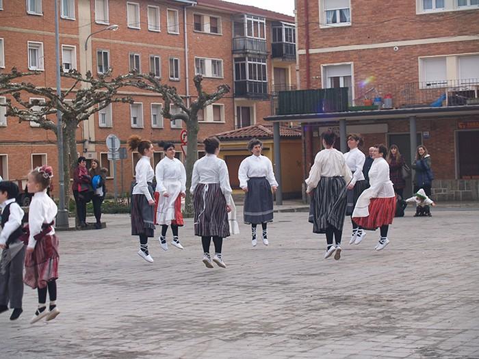 Euskal dantzak kalean  - 15