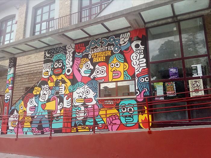 Altsasukoak aske murala Burunda frontoiko fatxadan - 5