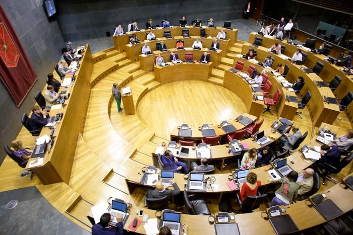 """Parlamentuak Altsasuko auziko fiskaltzaren eskaerarekin """"erabateko desadostasuna"""" azaldu du"""
