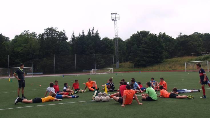 Futbol edo saskibaloi monitoreendako ikastaroa antolatu du Mank-ek