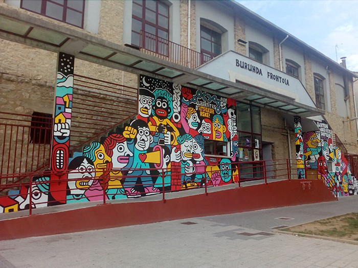 Altsasukoak aske murala Burunda frontoiko fatxadan - 6