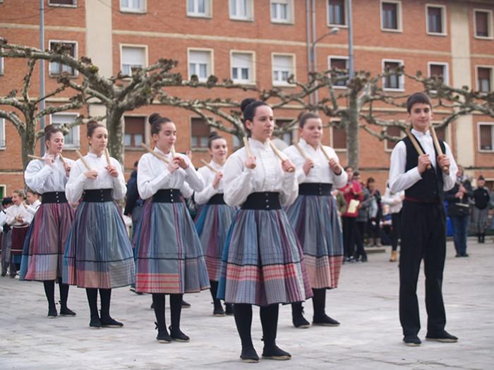 Euskal dantzak kalean  - 11