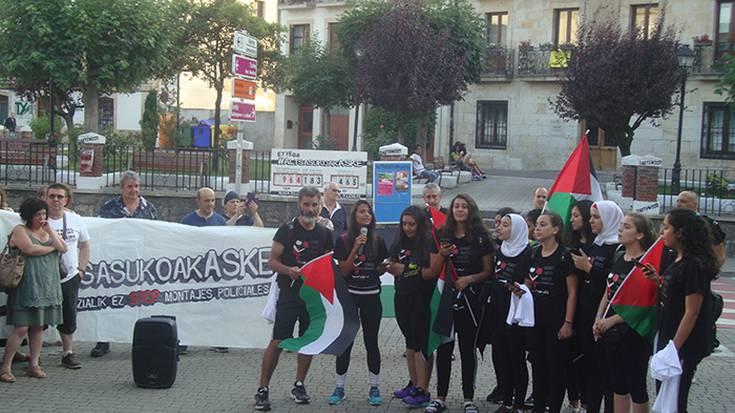 Altsasukoak aske kontzentrazioan palestinarrak kantari