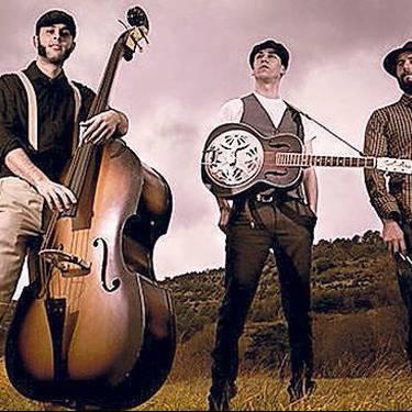 Moonshine Wagon taldearen musika emanaldia