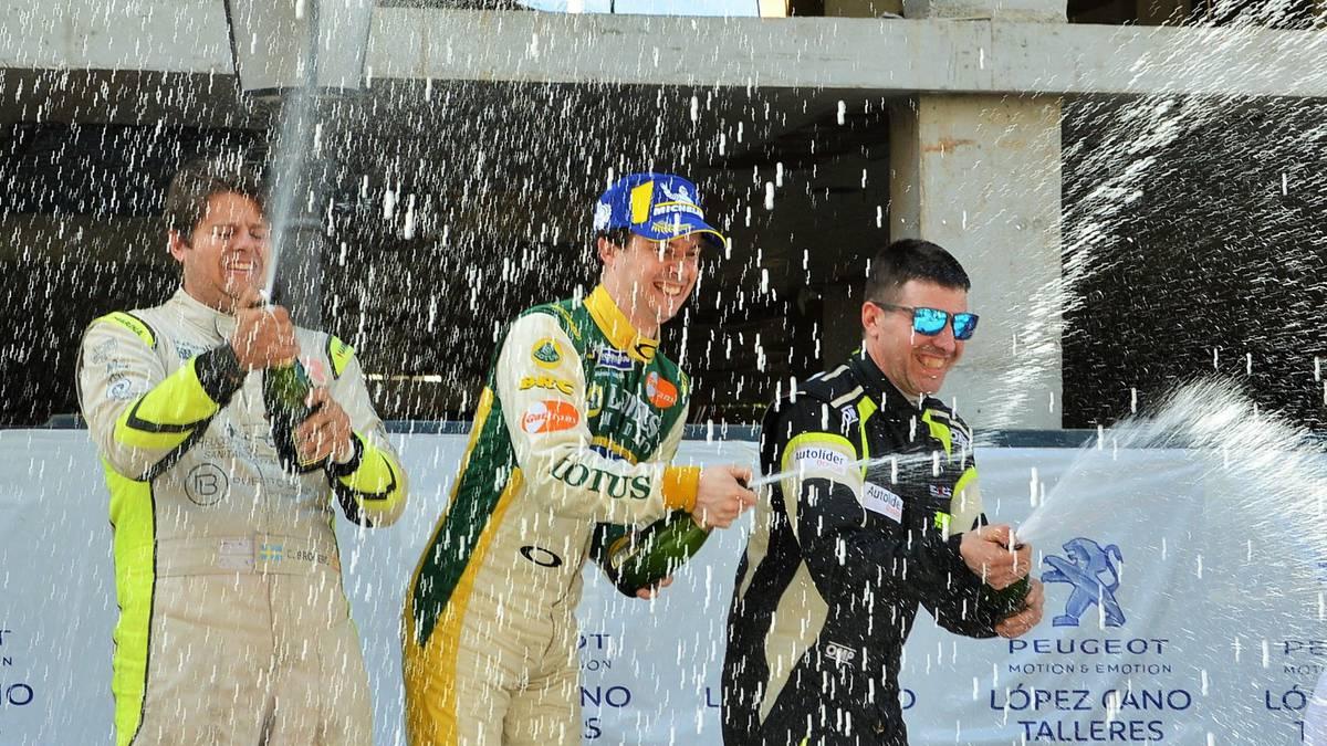 Garikoitz Floresek podiumean ekin dio Espainiako Mendi Txapelketari