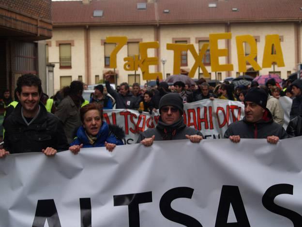 83 alkatek gazteen kasua Nafarroako Lurralde Auzitegira itzultzea eskatu dute