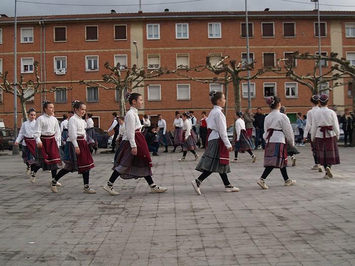 Euskal dantzak kalean  - 13