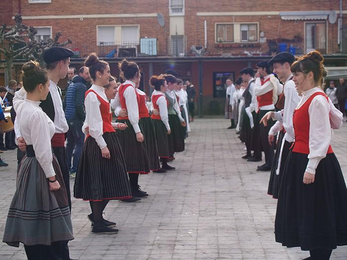 Euskal dantzak kalean  - 16