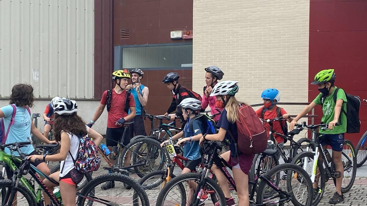 34 neska-mutiko udako triatloi campusean