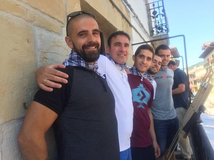 Lagun Artea futbol taldeak piztu du Lakuntzako festen suziria