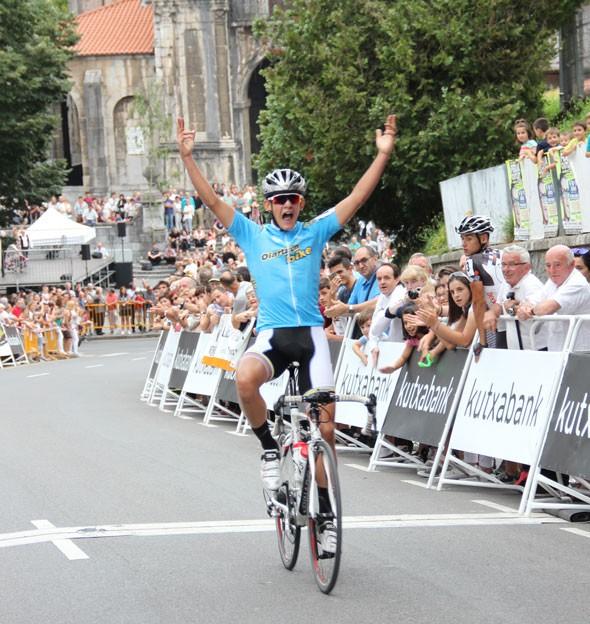 Josu Etxeberriak Gipuzkoako Itzuliko 2. etapa irabazi zuen atzo