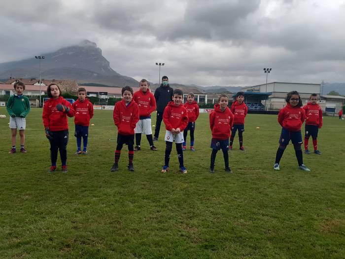 Osasuna Fundazioak udako futbol campusak antolatu ditu Altsasun, Etxarri Aranatzen, Lakuntzan eta Uharte Arakilen