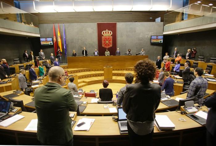 Nafarroako Parlamentuan hildako langileengatik isilunea