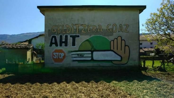 AHTren kontrako mural sorta