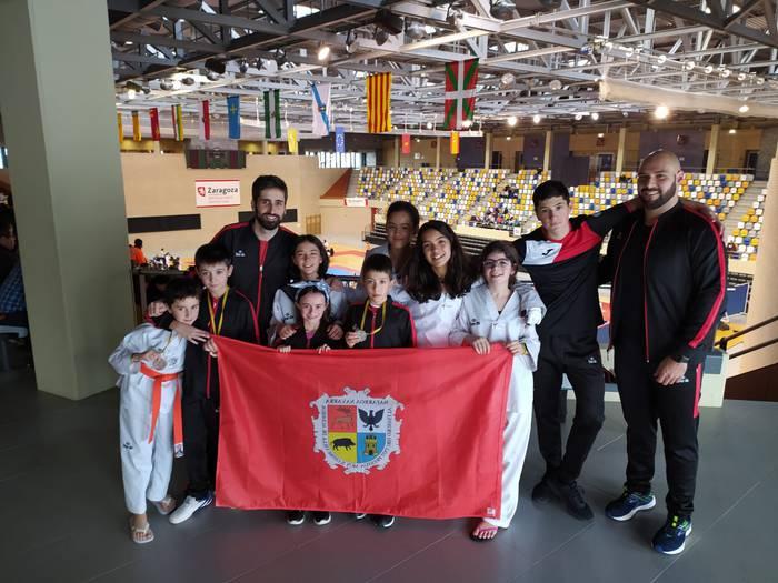 Bargagain Taekwondo taldeak 5 domina ekarri zituen Aragoitik