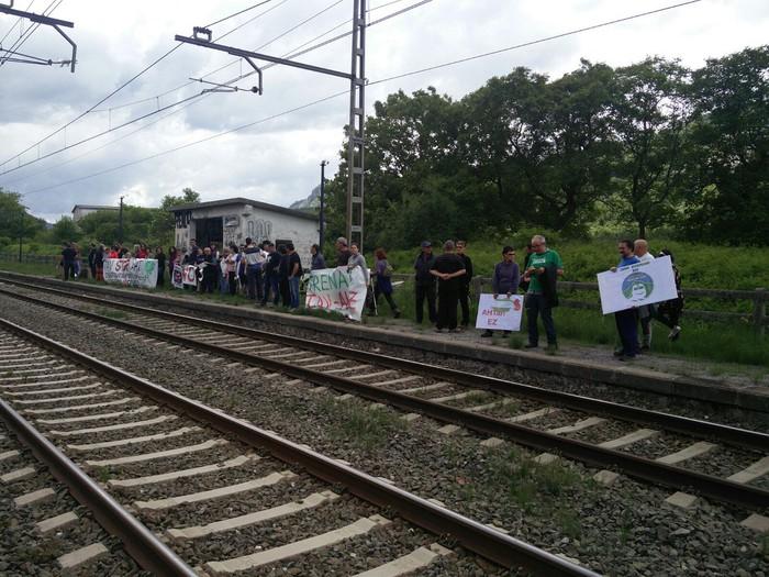 Geralekuetatik tren sozialaren alde  - 2