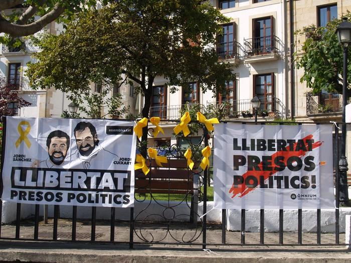 Kataluniari keinuak