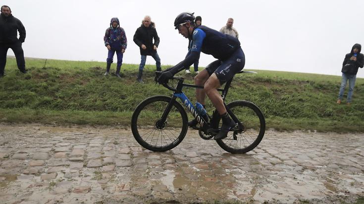Imanol Erbitik ezin izan zuen Paris Roubaix epikoa despeditu