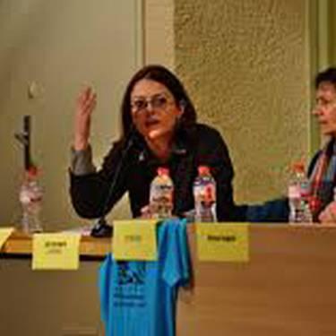 M8. Feminismoa eta klase borroka hitzaldia. Hizlaria: Isabel Benitez Kataluniako COS sindikatuko kidea.