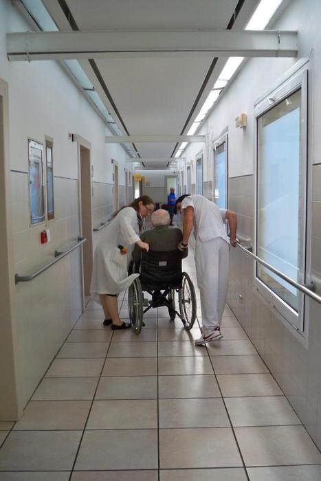 Alzheimerra duten gaixoen erorketak