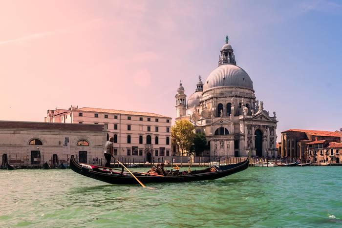 Veneziako urak zeharkatzen