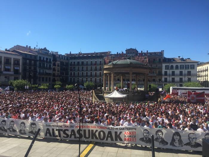 Espainiako Auzitegi Nazionaleraino iritsiko den tsunamia sortzeko deia egin dute gurasoek