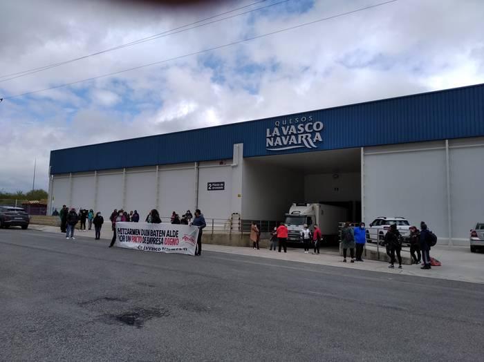 """La Vasco Navarra-ko hitzarmen """"duin"""" baten aldeko manifestazioa"""