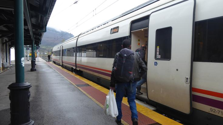 Tren geltokiko txarteldegia itxita