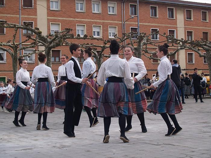 Euskal dantzak kalean  - 8