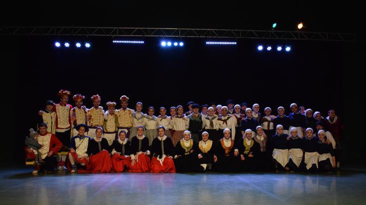 Iruñeko Folklore egunean hiru dantza talde sakandar