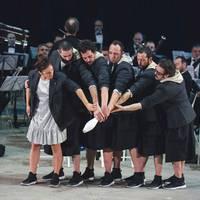 Pistacatro konpainiaren eta Haize Berriak bandaren Orquesta de Malabares ikuskizuna