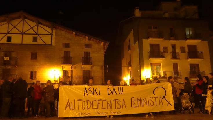Autodefentsa feminista aldarrikapena Altsasuko kaleetan